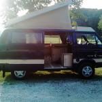 Unser VW Bus mit aufgestelltem Dach